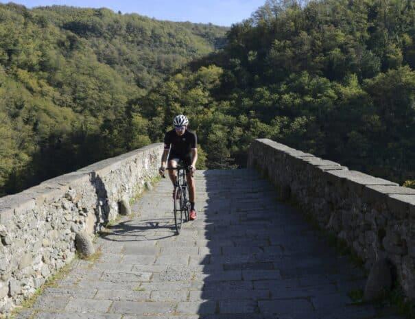 Enjoy cycling tour in media valle - ChronòPlus