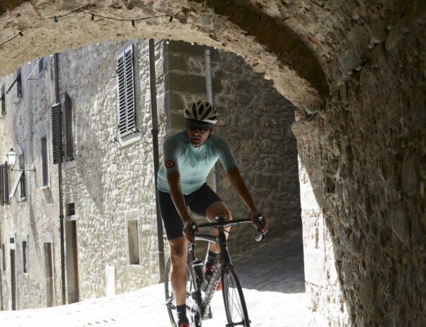 Enjoy cycling tour local village - ChronòPlus
